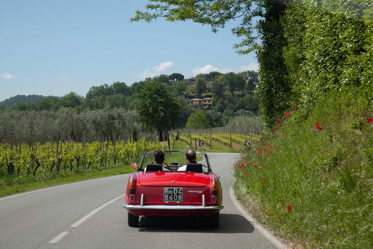 Incentive Italy TechData Classic Cars on country road