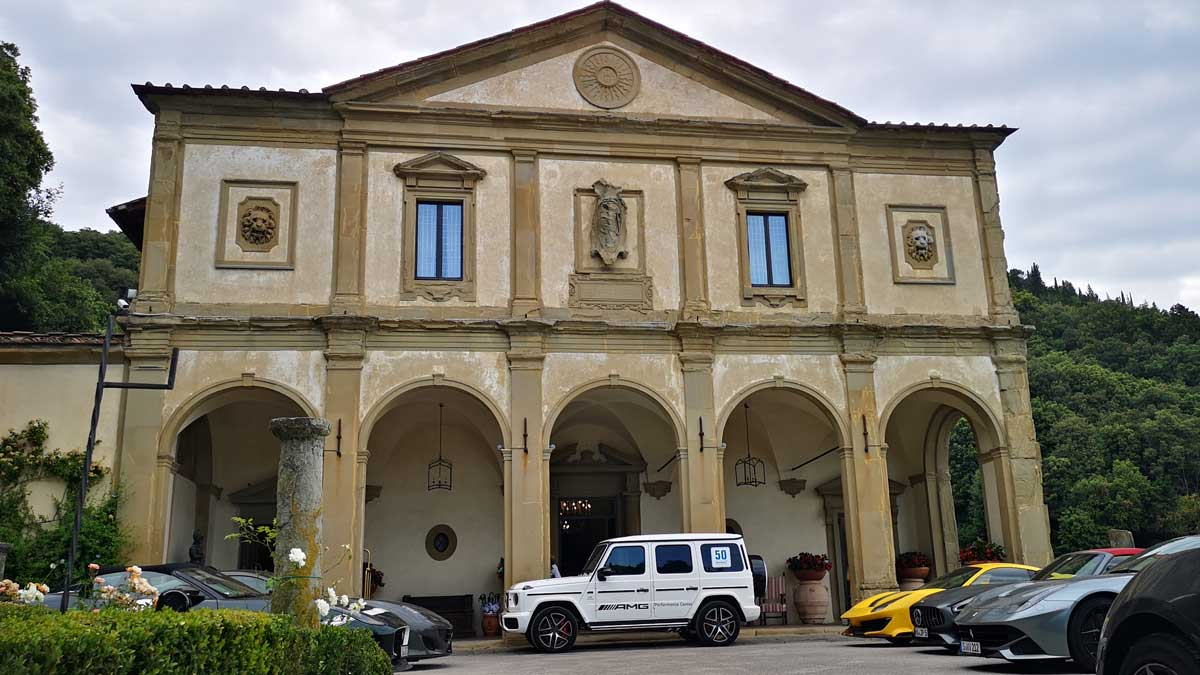 Incentive Sports Car Tour Ferrariland, Sports car fleet in front of the Hotel Belmond Villa San Michele
